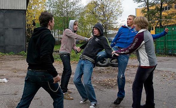«Миллион детей в России ежедневно идут в школу как на казнь». Психолог Людмила Петрановская — о последствиях травли.