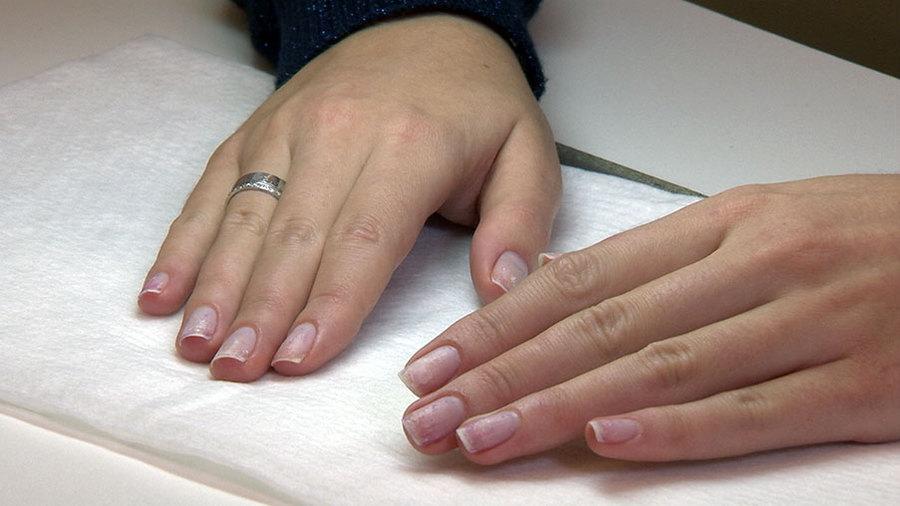 этом само передается ли гепатит с через коррекцию ногтей девушки