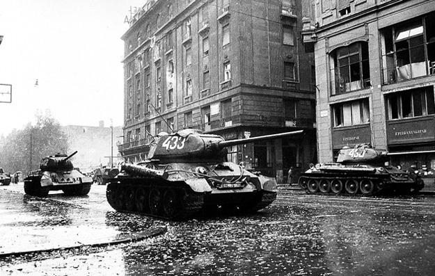 ...Советской Армии под руководством маршала Победы ЖУКОВА удалось навести порядок. Фото с сайта gov.hu
