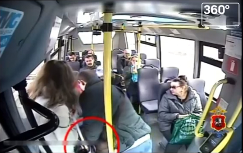 Он притворился, будто уронил деньги… Новая схема мошенничества в общественном транспорте