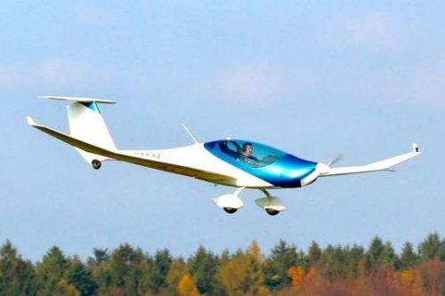 Электросамолет ΦNIX впервые поднялся в воздух
