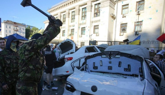 Стало известно, кто спас посольство России от украинского погрома