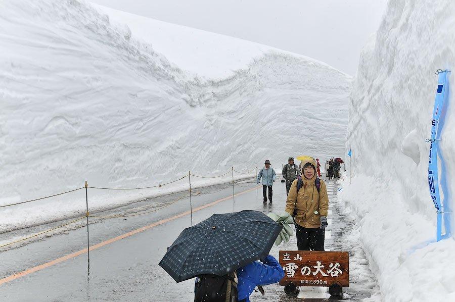 Прогулка по снежной долине Японии