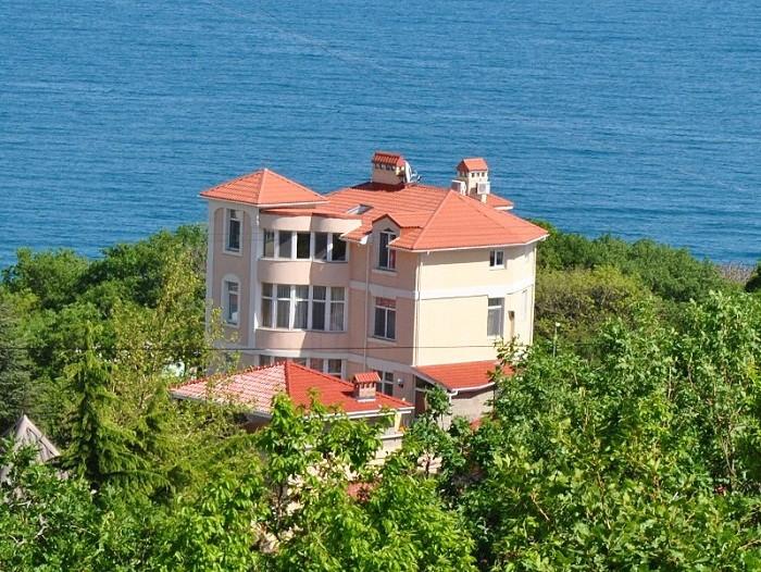 А сколько в Крыму стоит домик купить?