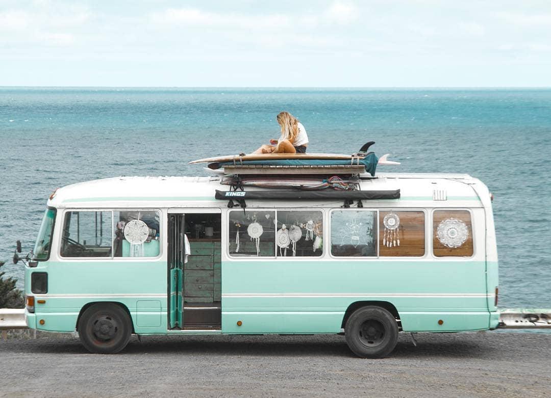 Веселый домик из старого автобус