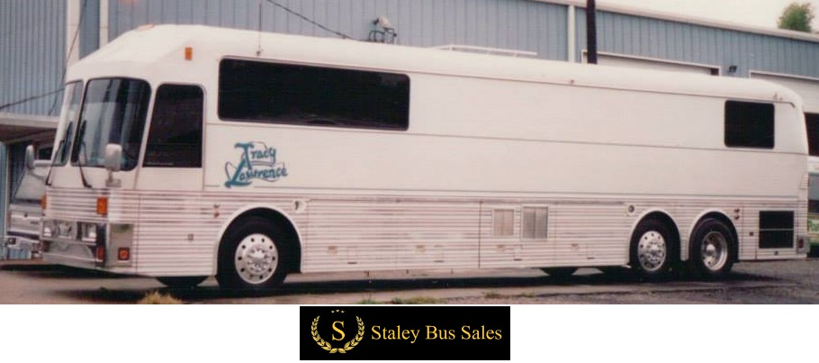 tracy lawrence tour bus