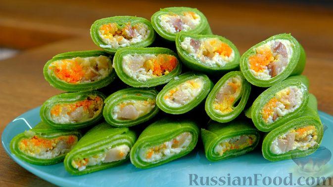 Фото приготовления рецепта: Шпинатные блинчики с начинкой из сельди - шаг №1