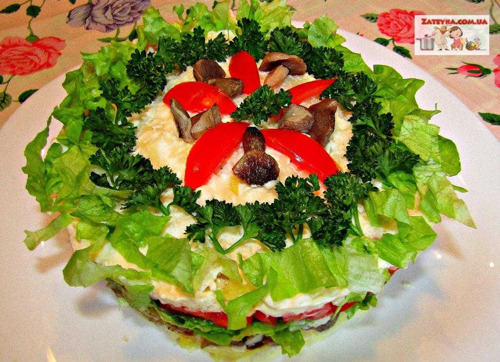Постный слоеный салат с грибами и помидорами