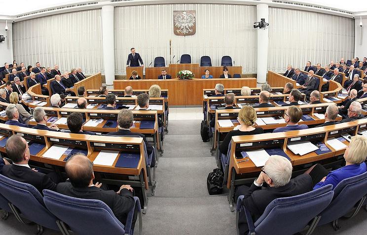 Сенат Польши отзывает законопроект о сносе советских памятников