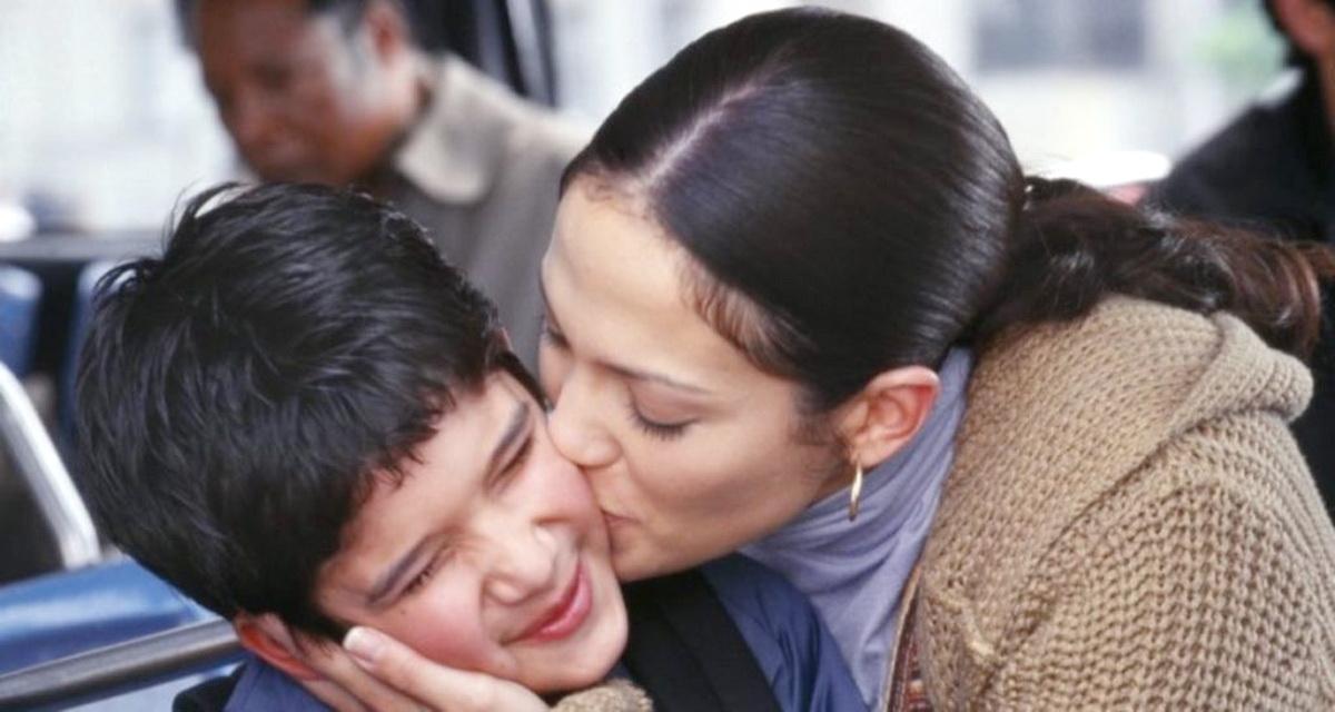 Мама заподозрила неладное, когда сын вернулся домой. А затем она прочла СМС-переписку с мамой друга