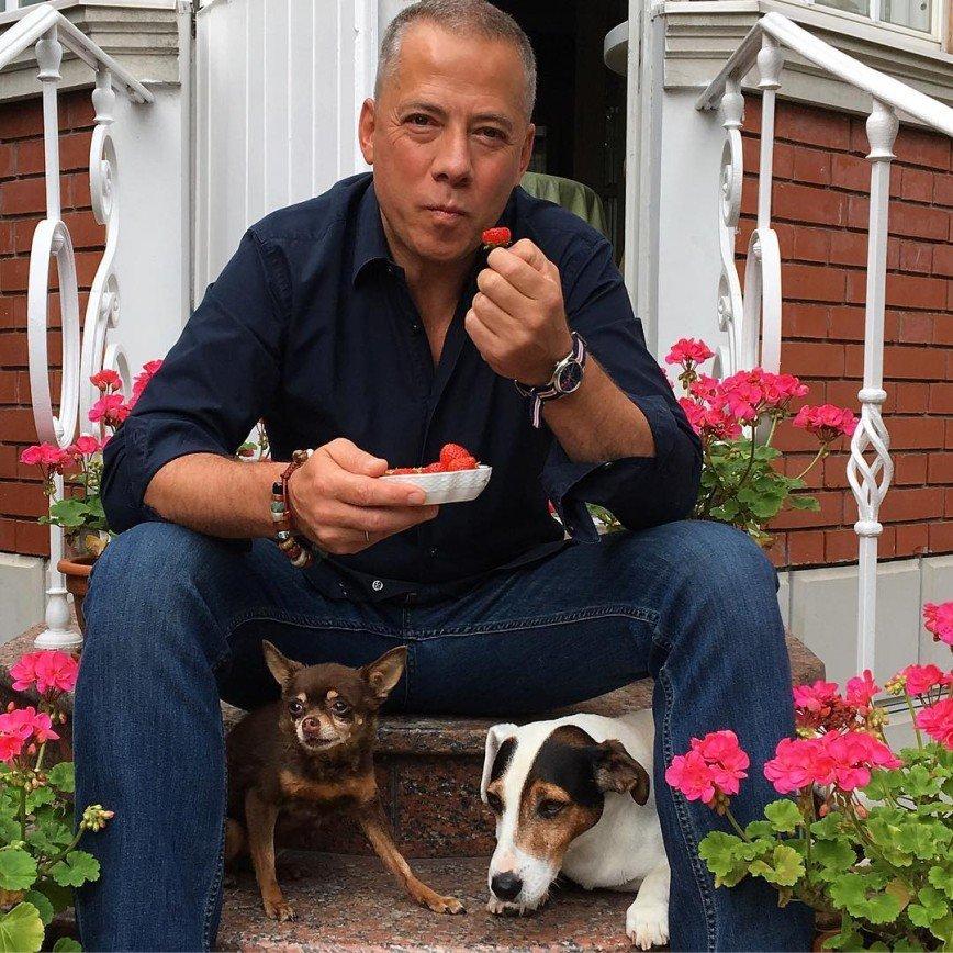 Известный ресторатор, гурман и знаток деликатесов Аркадий Новиков, признался в любви к блюду эконом-класса