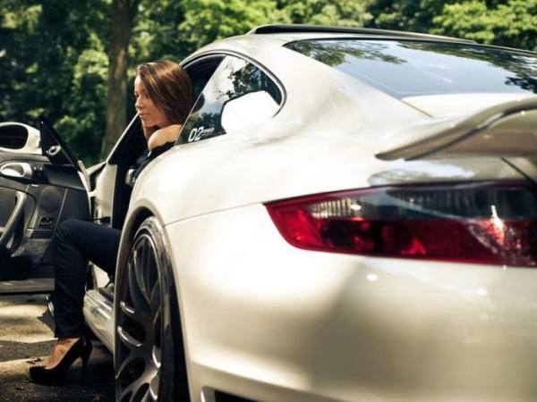 Разнообразие девушек и автомобилей