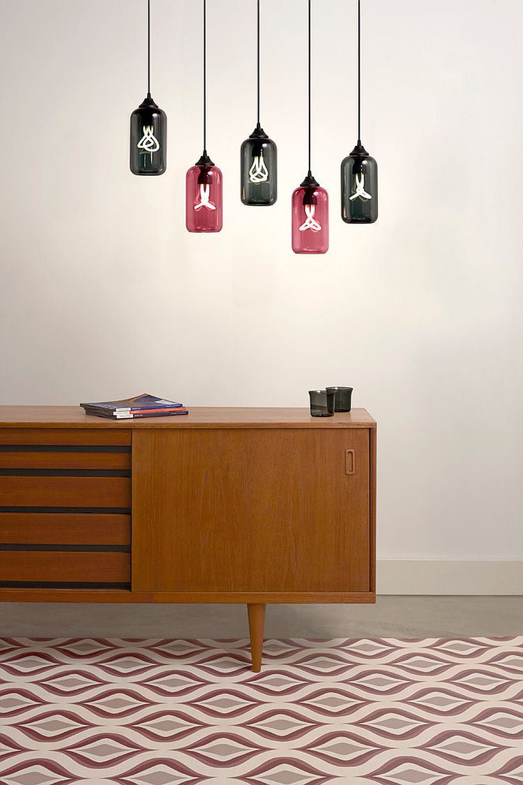 Дизайнерские подвесные светильники в прихожей - контуры бутылок