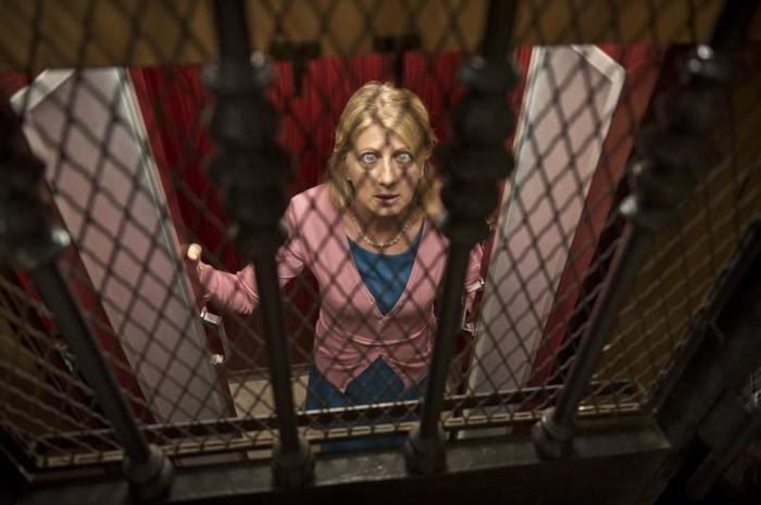 На сутки застрявшую в лифте женщину спасло вино.. Спасение, Вино, Длиннопост, Лифт