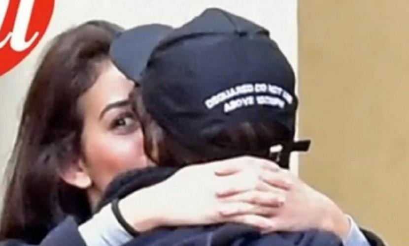 «Богатого гея» Роналду сфотографировали целующимся с новой девушкой в Париже
