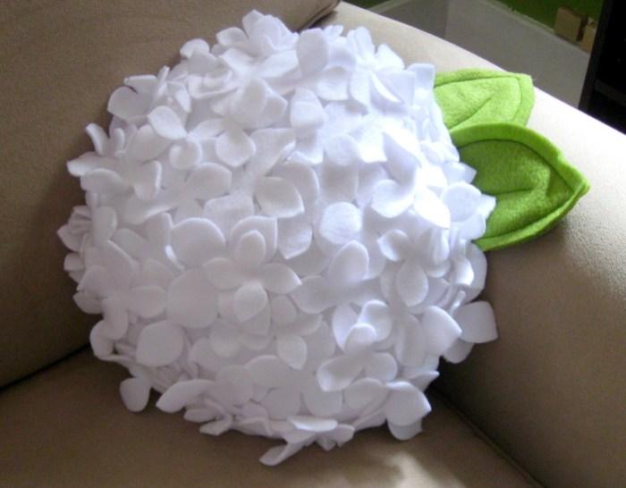 подушка цветок из фетра (5) (700x546, 270Kb)