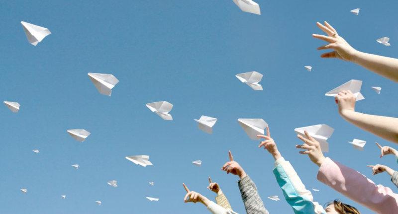 Детям на забаву, да и родителям  тоже. 12 способов сделать бумажный самолетик так, что бы он полетел!