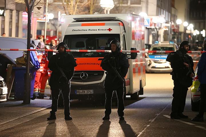 """""""Расизм и ненависть - это яд, и этот яд существует в нашем обществе"""": Меркель прокомментировала стрельбу в Ханау"""