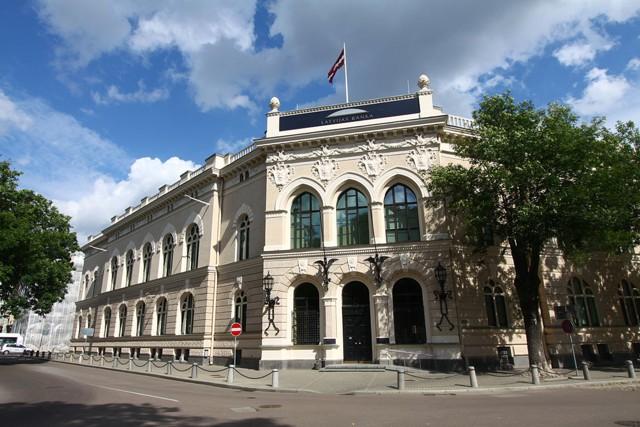 Санкции к РФ вызвали отток денег из банков Латвии