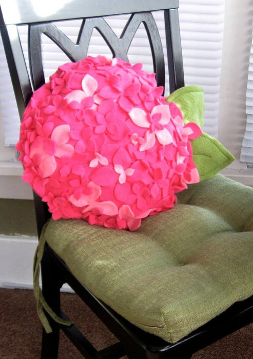 подушка цветок из фетра (4) (493x700, 95Kb)