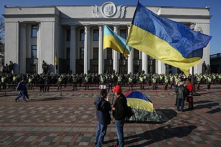 В Киеве начался митинг сторонников Саакашвили с требованиями отставки Порошенко