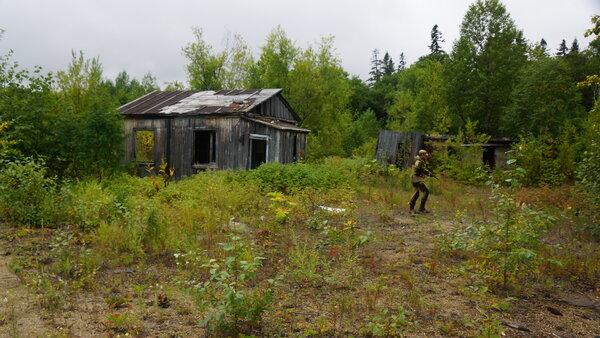 В заброшенных  посёлках ищем схроны