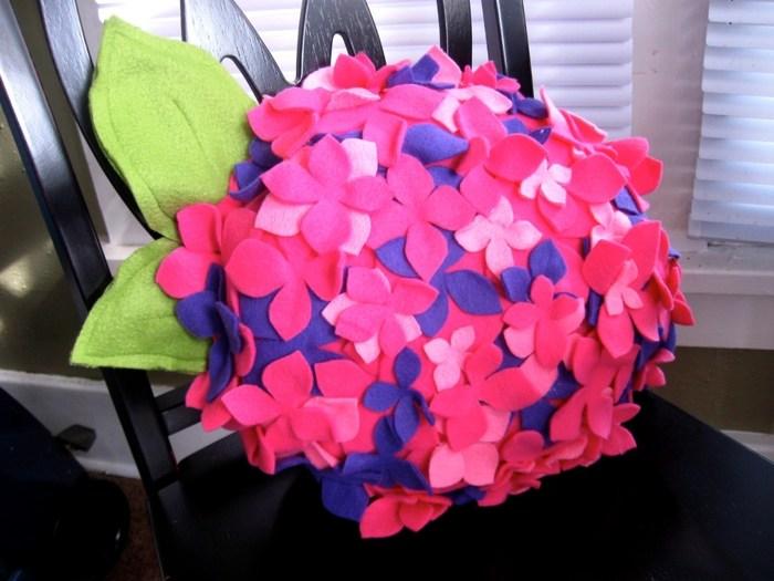 подушка цветок из фетра (7) (700x525, 253Kb)