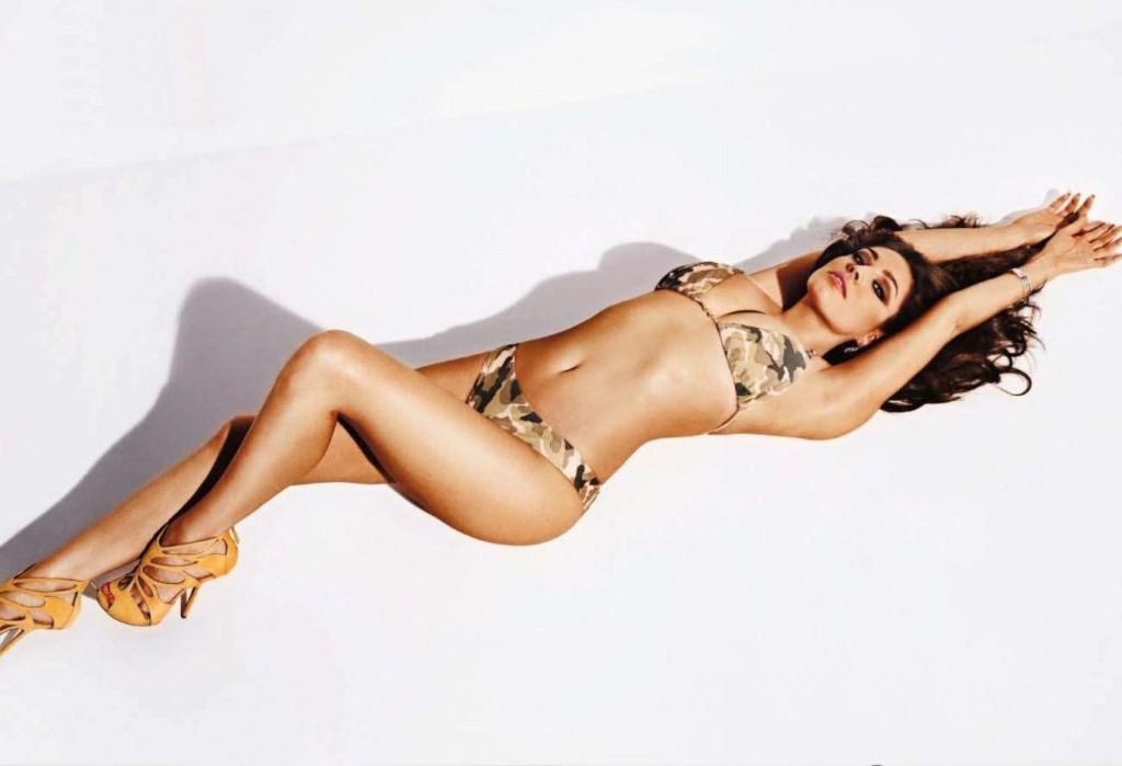 Келли Брук  в фотосессии для мужского журнала Nuts Magazine
