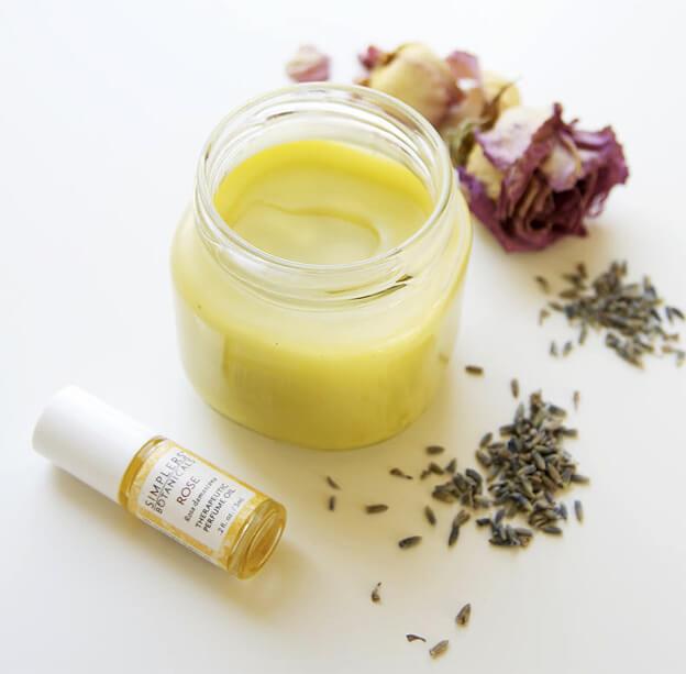 Омолаживающий крем для век из натуральных ингредиентов: 4 чудесных рецепта