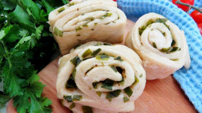 Китайские паровые булочки с зеленым луком