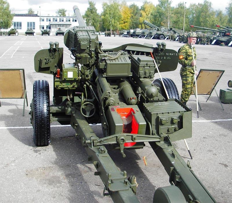 """В Интернет попали кадры, как с помощью пушки МТ-12 """"Рапира"""" артиллеристы с одного километра попадают в циферблат часов"""