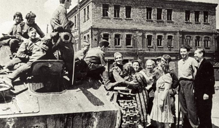 Первый советский танк, как радостный вестник избавления