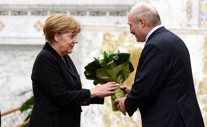 Запад требует от России каяться по примеру Лукашенко