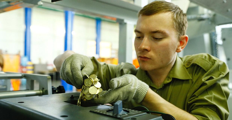 Как в России производят деньги