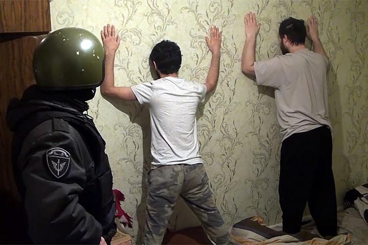 ФСБ опубликовало задержание террористов, которые перечислили в ИГИЛ* 25 миллионов рублей
