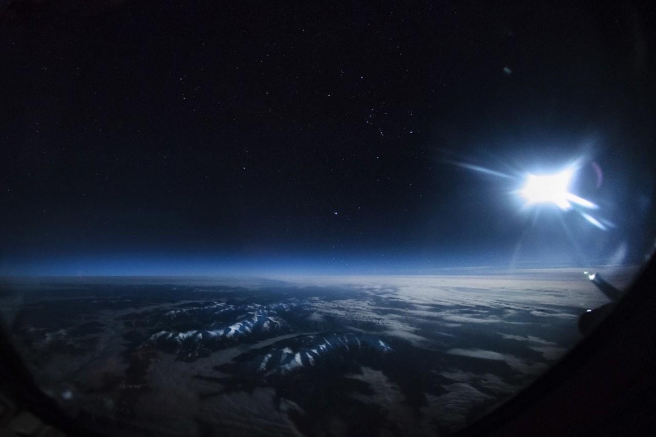 Монголия в лунном свете аэросъемка, кабина пилота, кабина самолета, красивые фотографии, пилот, с высоты, с высоты птичьего полета, фотограф