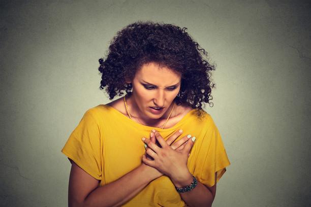 Женщины чаще мужчин умирают через год после сердечного приступа - исследование