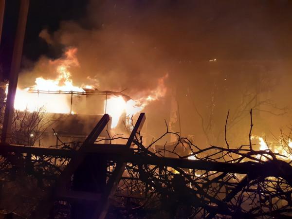 В Севастополе горел одноэтаж…