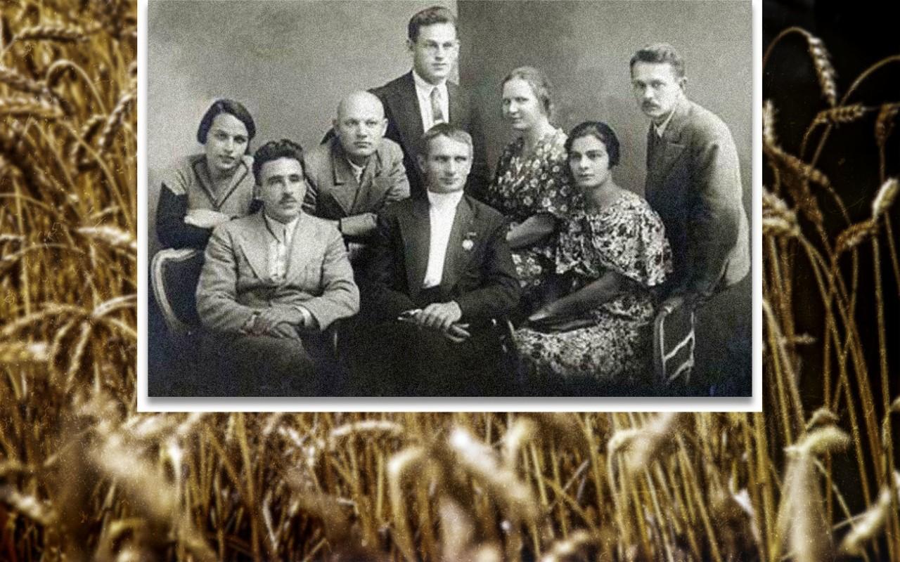 Т. Д. Лысенко со своими ближайшими сотрудниками, Одесса, 1938 год. Фото: © РИА Новости/ Н. Селюченко, Википедия