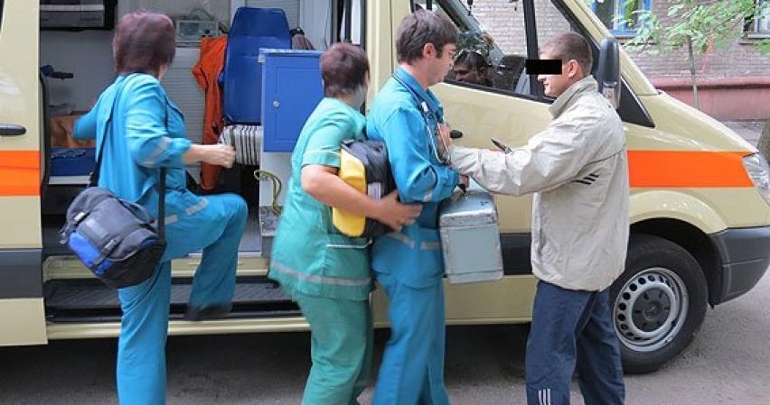 Избивать врачей скорой стало традицией