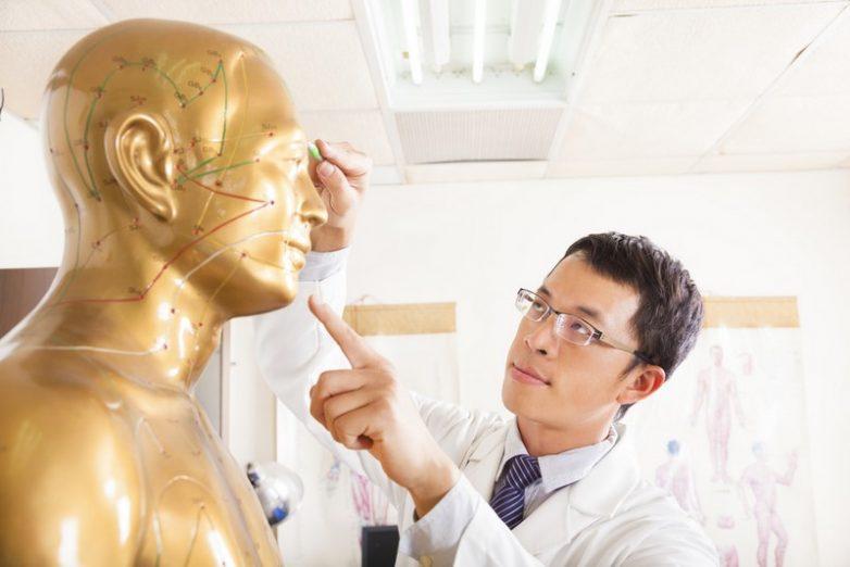 Как обращаться с точкой здоровья Юн Цюань