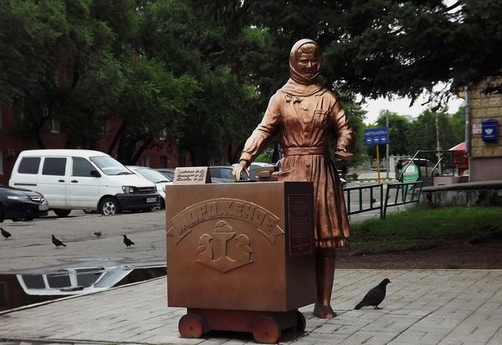 Памятник Зинаиде Синицыной