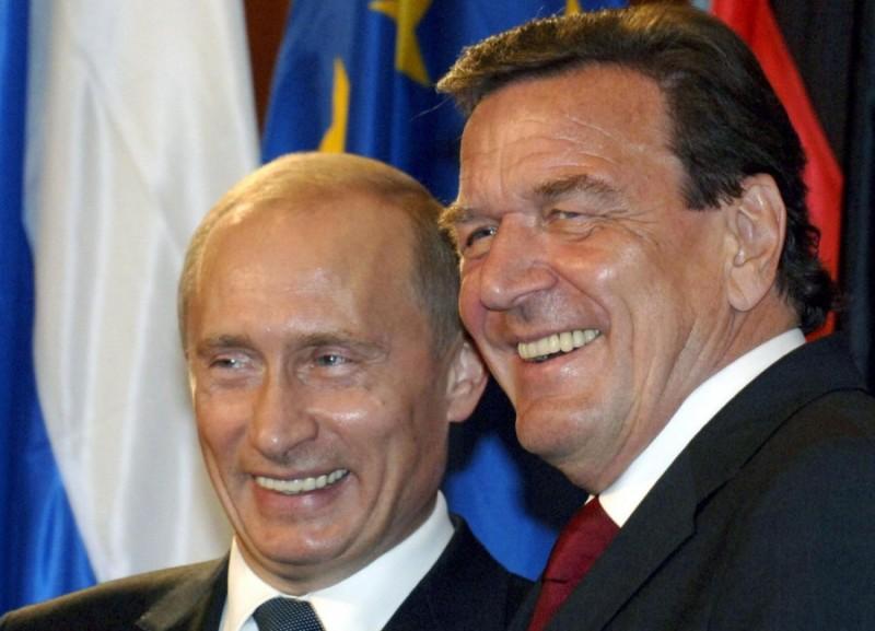 Шрёдер поддержал Путина в во…
