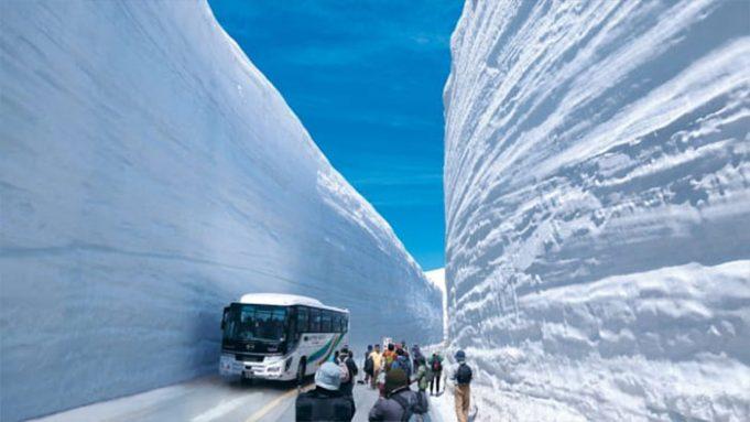 Удивительный снежный коридор в Японии