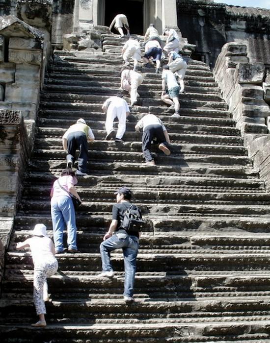 Необычная лестница в Ангкор-Вате.