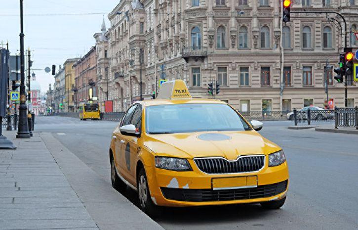 Иностранному туристу пришлось заплатить кругленькую сумму питерскому таксисту