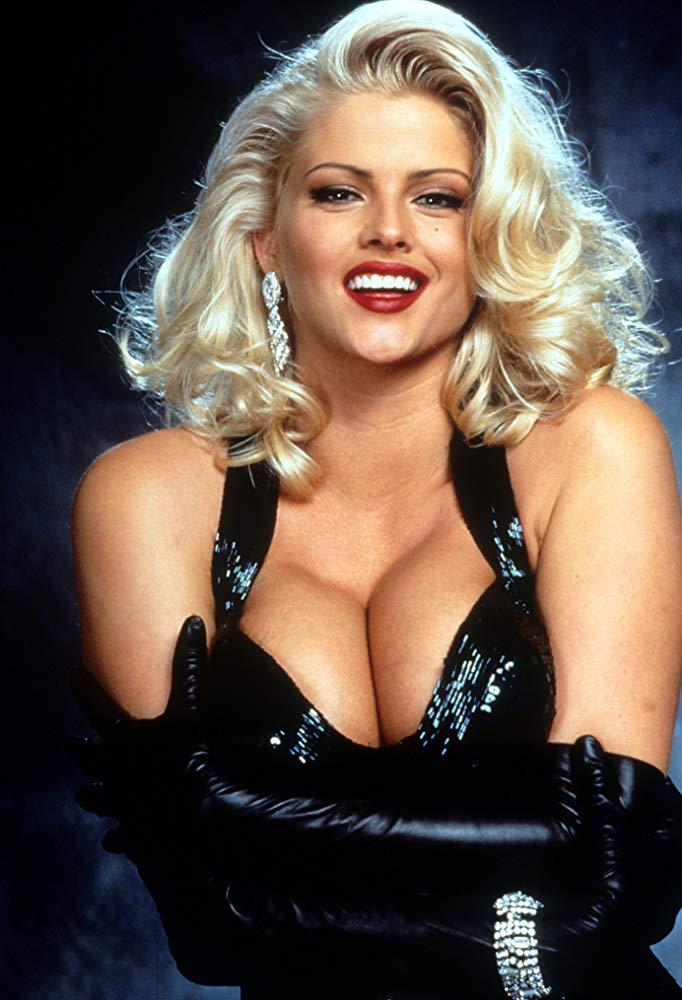 10 знаменитостей с самыми дорогими грудными имплантатами в истории
