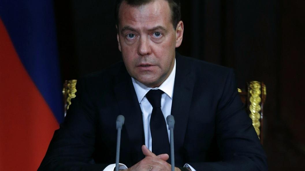 Чем пожертвовал Медведев рад…