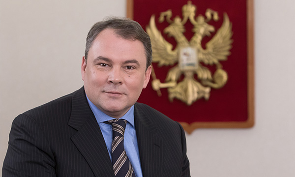 Толстой считает, что губернаторам и министрам следует выделить время на прямое общение с людьми