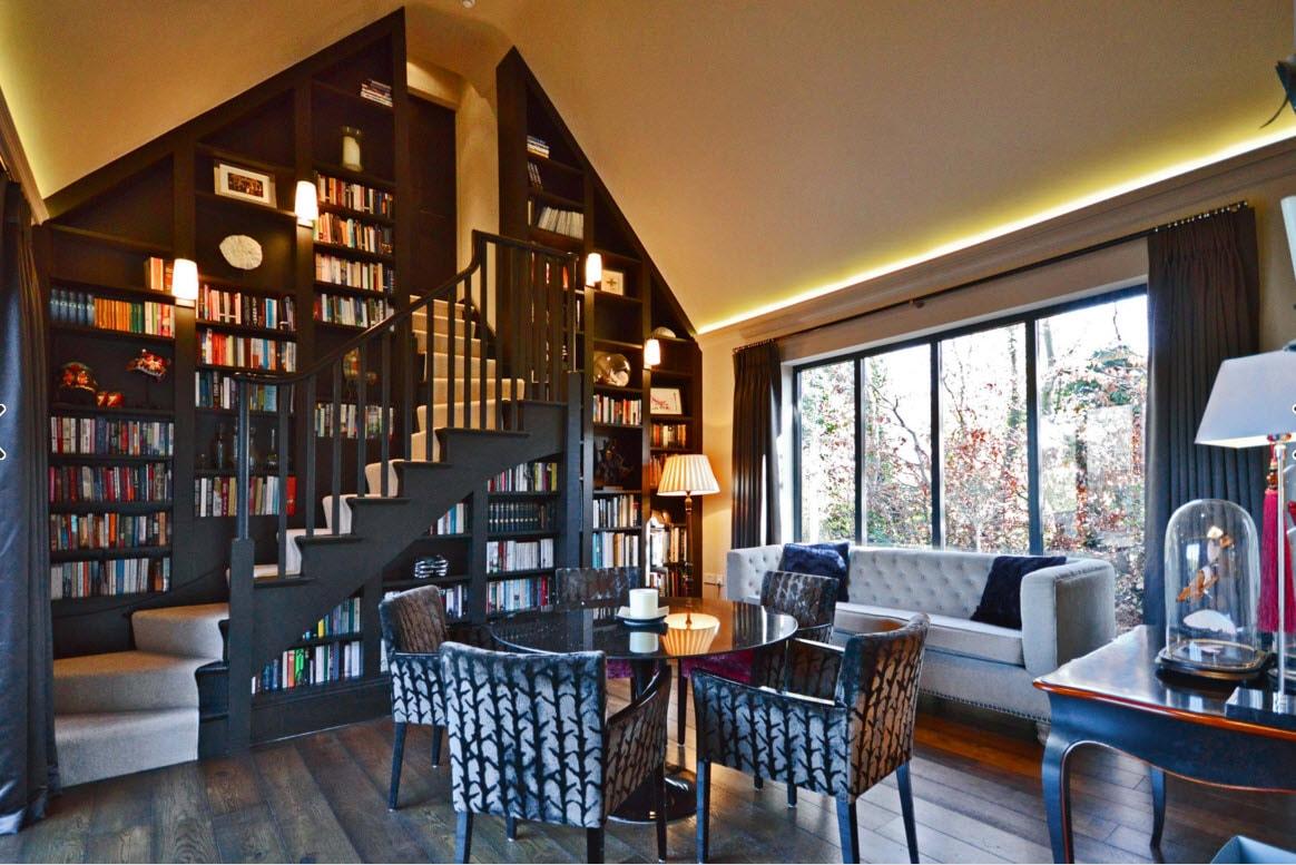 Большой оригинальный книжный шкаф